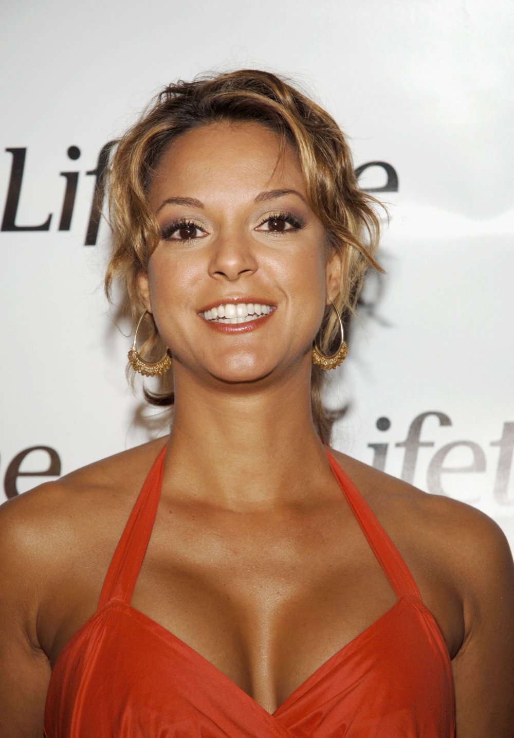 Etiquetas: Eva LaRue red dress