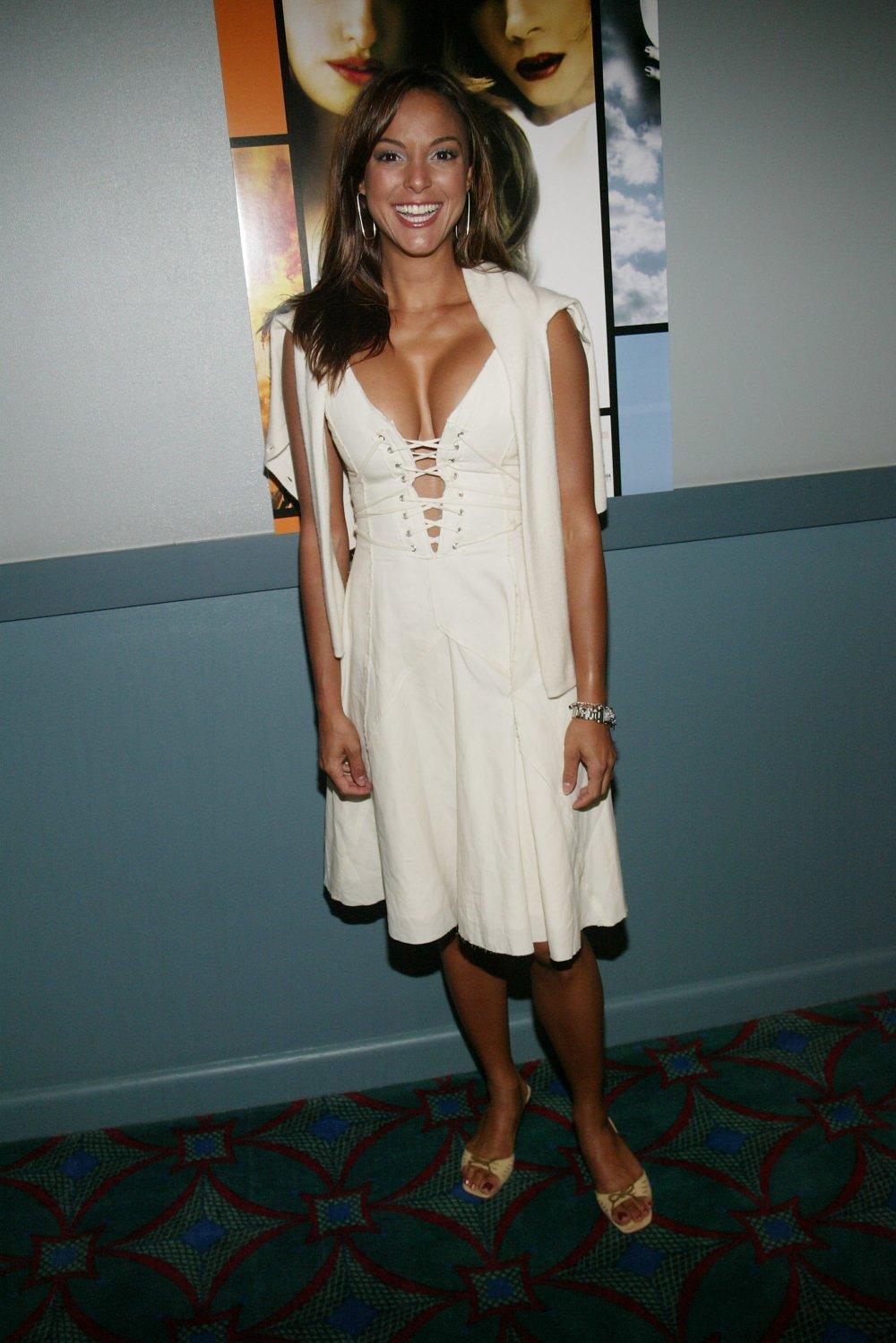 Update 4/24 – Naked fakes of Natalie Portman, Emma
